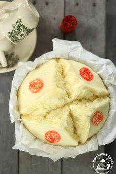 Nasi Lemak Lover: Ji Dan Gao / Old fashioned steamed egg sponge cake (开口笑 recipe Steamed Eggs, Steamed Cake, Asian Snacks, Asian Desserts, Chinese Desserts, Chinese Recipes, Dessert Dishes, Dessert Recipes, Dessert Bread