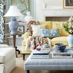 150 Inspiring Yellow Sofas to Perfect Living Room Color Schemes - DecOMG Blue And White Living Room, Classic Living Room, Cozy Living Rooms, Living Room Sofa, Living Room Decor, Modern Living, Living Spaces, Small Living, Dining Room