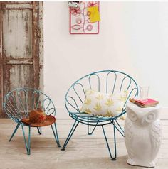in love with these chairs...perfect for the outdoors!