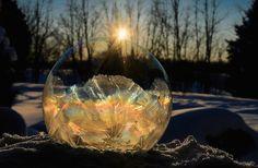 石鹸の泡で、幻想的なクリスタルが生成される