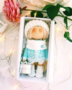 Маленькая партия девочек-снегурочек ждут курьера-и улетают в Новосибирск☃️❄️ Холодно однако-девочки утеплились❄️❄️ #tatiananedavnia #tilda #wedding #pink #pillow #МК #decor #fabrik #handmad #knitting #love #cotton #baby #кукла #шитье #выставка #шеббишик #пупс #платье #подарок #праздник #работа #ручнаяработа #сделайсам #своимируками #ткань #тильда #интерьер #интерьернаяигрушка #интерьернаякукла