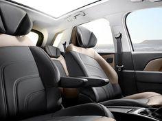 Risultati immagini per citroen picasso 2016 interior Citroen C4 Picasso, Aircraft Interiors, Car Interiors, Automobile, First Drive, Fuel Economy, Automotive Design, Seat Covers, Interiors