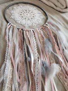 Catches Dream, Dream Catcher, Dream Catcher Handmade: Wall decoration … - Home Decor Ideas! Los Dreamcatchers, Lace Dream Catchers, Diy Dream Catcher, Diy And Crafts, Arts And Crafts, String Art, Wind Chimes, Shabby Chic, Decoration