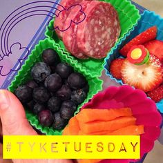 #tyketuesday  today the girlies got ❤️ @applegate salami ❤️ blueberry ❤️ carrots ❤️ strawberries!! the girls LUV that salami #packmylunchplease #paleo #primal #keepitpaleo #schoollunch #keepitpaleo #kidapproved #grainfree #glutenfree #dairyfree K