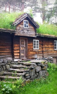 Love the stone work at this cabin...