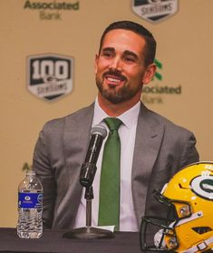"""🕵🏽♂️ A Very Kind Guy ( ͡° ͜ʖ ͡°) on Twitter: """"My head coach could take ya bitch without even spending a dime on her… """" Packers Baby, Go Packers, Greenbay Packers, Packers Football, Football Stuff, Football Memes, Boise State Broncos, Dodgers, Green Bay"""