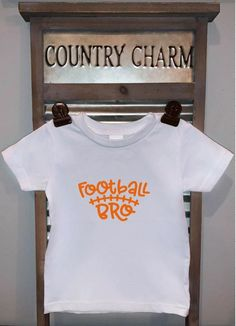 Football Sister / Football Bro Baby Bodysuit or Kids T-Shirt. This is a perfect gift and great for football season. *Bodysuits are Carter's brand. Please see their sizing chart if you aren't sure what size to order. *All bodysuits are white. The color you choose is for the text/image. *If you would Football Sister, Handmade Baby Items, Kids Beanies, Baby Bodysuit, Baby Dress, Baby Kids, Kids Outfits, Infant, Sisters