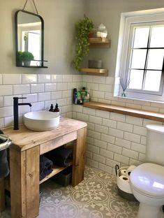 Small Bathroom Interior, Rustic Bathroom Designs, Small Rustic Bathrooms, Bathroom Remodel Small, Small Bathroom Ideas, Cottage Style Bathrooms, Rustic Bathroom Decor, Bathrooms With Plants, Cottage Bathroom Design Ideas
