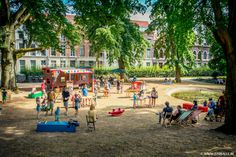 It's summer, time to put on some shorts and T-shirts and head off to the park! The family bar is an event that takes place every summer in the Sint-Donatuspark in Leuven. It is a cozy place where parents can enjoy a drink and a small snack while watching their children play in the park or in the sandbox that is constructed every year, especially for this event. #sun #Leuven #familybar #shirtsandshorts