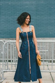 Denim dress perfection. // The Best Street Style Inspiration From New York Fashion Week: (http://www.racked.com/2015/9/11/9309889/nyfw-street-style#4832596)
