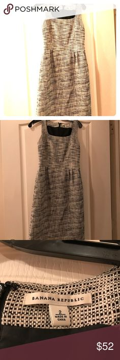 Banana Republic Black and White Dress Black and white tweed sleeveless dress. Zips in back and has pockets! Great pre worn condition. No trades❗️ Banana Republic Dresses