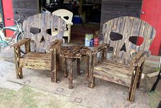 cute pallet skull chairs with table
