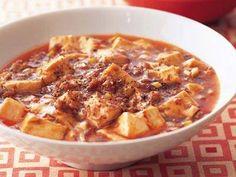 陳 建一 さんの木綿豆腐を使った「マーボー豆腐」。豆腐はフルフルと柔らかく、ソースはトロトロ。豆腐の周りににじんだ赤い油が、おいしさのサイン。 NHK「きょうの料理」で放送された料理レシピや献立が満載。