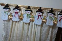 Aprende cómo hacer cenefas navideñas para decorar tu casa ~ Haz Manualidades Christmas Mom, Christmas Fabric, Primitive Christmas, Country Christmas, Handmade Christmas Decorations, Xmas Decorations, Holiday Ornaments, Felt Crafts, Holiday Crafts