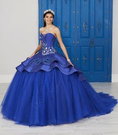 Strapless V-Neck Dress by House of Wu LA Glitter Glitter by House of Wu-ABC Fashion Alexander Grassner Große 46 Sweet 16 Dresses, Beautiful Prom Dresses, Pretty Dresses, Gala Dresses, Quinceanera Dresses, 15 Dresses, Long Formal Gowns, Formal Dress, Modest Wedding Gowns