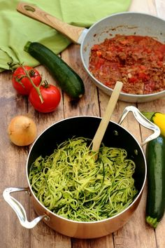 Bolognese-style zucchini spaghetti A recipe compatible with the ketogenic diet;) Bolognese-style zucchini spaghetti A recipe compatible with the ketogenic diet; Raw Food Recipes, Asian Recipes, Mexican Food Recipes, Diet Recipes, Healthy Recipes, Healthy Food, Zucchini Spaghetti, Cooking Spaghetti, Spaghetti Recipes