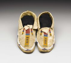 A PAIR OF CHEYENNE BEADED HIDE MOCCASINS. c. 1885. ... American | Lot #77269 | Heritage Auctions