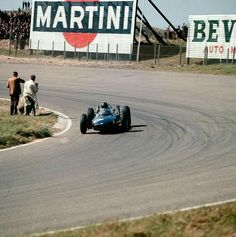 1962 Dutch GP, Zandvoort : Graham Hill, BRM P57 #17, Owen Racing Organisation, Winner. (ph: gtxforums.com)