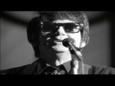 ▶ Roy Orbison - Only The Lonely (A Black & White Night) - YouTube On piano was Glen D. Hardin, who had played piano for Buddy Holly as well as Elvis Presley. Lead guitarist James Burton, drummer Ronnie Tutt and bassist Jerry Scheff were also from Presley's group. Male background vocals and some guitars were provided by Bruce Springsteen, Tom Waits, Elvis Costello, Jackson Browne, J.D. Souther and Steven Soles. Female background vocalists were k.d. lang, Jennifer Warnes and Bonnie Raitt.