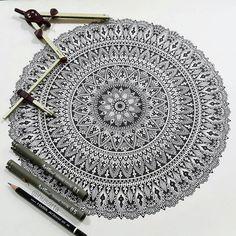 stunning work by Mandala Art Lesson, Mandala Artwork, Mandala Painting, Doodle Art Drawing, Mandala Drawing, Pencil Art Drawings, Hippie Painting, Mandala Pattern, Tangle Patterns