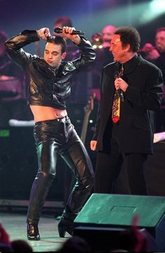 Pop sensation Robbie Williams and veteran singer Tom Jones perform a medley of… Tight Leather Pants, Leather Trousers, Robbie Williams, David Guetta, Take That Band, Leather Fashion, Leather Men, Sir Tom Jones, Hommes Sexy