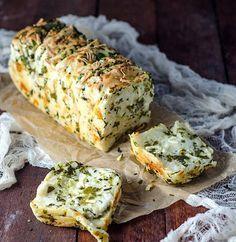 Franciskas Vakre Verden: Fantastisk godt hvitløksbrød med ost og urter!