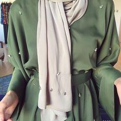 Abaya Style 493566440405461289 - Source by eda_coco Muslim Women Fashion, Arab Fashion, Islamic Fashion, Modest Fashion, Fashion Outfits, Hijabs, Modern Abaya, Hijab Trends, Abaya Designs