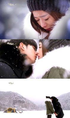 """You Who Came From the Stars"" Kim Soo Hyun froze time and confessed to Jun Ji Hyun about his feelings. Goblin, Korean Drama Stars, Half Korean, My Love From Another Star, Korean Actors, Korean Dramas, Jun Ji Hyun, Web Drama, Drama Fever"