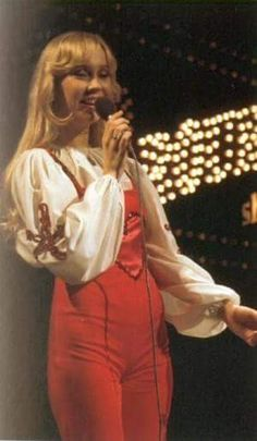 Agnetha performing at the Eddy Go Round Show for Dutch tv in early Abba Sos, Celebrity Stars, Anna, Rock Legends, The Most Beautiful Girl, Golden Girls, Popular Music, Female Singers, Music Love