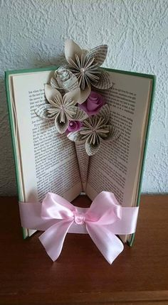 Items similar to Book fold vase/ Paper flowers, paper vase, book flowers on Etsy Easy Paper Flowers, Book Flowers, Origami Flowers, Flowers Vase, Old Book Crafts, Book Page Crafts, Paper Crafts, Folded Book Art, Paper Book