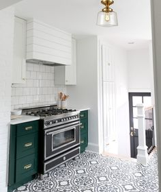 Green Kitchen Cabinets, Kitchen Colors, New Kitchen, Tudor Kitchen, White Cabinets, Kitchen Ideas, Eclectic Kitchen, Kitchen Modern, Stylish Kitchen