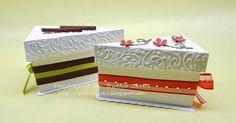 """Ikreknek készültek ezek a szülinapi tortaszelet-dobozok - """"csokis-pisztáciás"""" a fiúnak, """"meggyes"""" a lánynak. - és mindkettőbe a kedvenc nas... Decorative Boxes, Decorative Storage Boxes"""