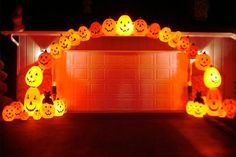 These outdoor Halloween decorations use lights to spook the neighbors. Check out these photos of Halloween decorations to get ideas for your home. Halloween Outside, Halloween Blow Molds, Halloween Season, Halloween Party Decor, Holidays Halloween, Spooky Halloween, Vintage Halloween, Halloween Pumpkins, Halloween Crafts