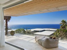 Former Miss Universe Jennifer Hawkins and her husband Jake Wall have unveiled their latest creation, a two-year-old designer beach house in North Curl Curl. Jennifer Hawkins, Indoor Outdoor, Outdoor Living, Outdoor Decor, Outdoor Ideas, Deck Shade, Travertine Floors, Curl Curl, Deck With Pergola