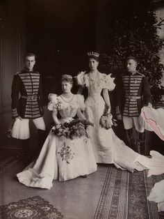 Grandchildren of Queen Victoria and Tsar Alexander II, Queen Marie of Romania (when Crown Princess) and her sister Victoria Melita, Grand Duchess of Hesse. The grand duchess, who married her paternal cousin, wears her aunt Alice's tiara . Queen Victoria Family, Victoria And Albert, Princess Victoria, Romanian Royal Family, Imperial Russia, Royal House, Royal Weddings, Prince And Princess, King Queen