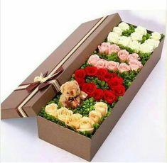 Geschenkideen zum Valentinstag 00041 - arranjos no florais - Flowers For Valentines Day, Valentine Box, Valentine Day Gifts, Valentine Ideas, Amazing Flowers, Love Flowers, Paper Flowers, Floral Flowers, Flower Box Gift
