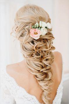 So pretty! Fresh flowers on the bride's gorgeous hair do#bride #bridalhair #weddinghairdo