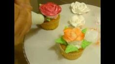 putting whipped cream flowers on cupcake Cupcake Youtube, Cake Decorating Piping, Cream Flowers, Whipped Cream, Desserts, Food, Food Cakes, Sleeves, Tailgate Desserts