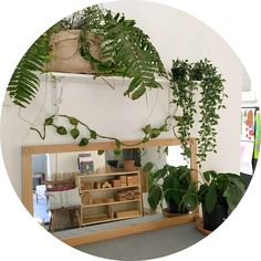 We often use materials such as wood, shells, leaves, plants, stones and much more within our indoor learning experiences. children are encouraged to explore Reggio Emilia Classroom, Reggio Inspired Classrooms, Reggio Emilia Preschool, Childcare Environments, Childcare Rooms, Preschool Rooms, Preschool At Home, Preschool Learning, Early Learning