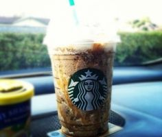 Starbucks Secret Menu Pick Snickers Frappuccino Hankering for a Snickers Bar? Try a Snickers Frappuccino instead! Order a Java Chip Frappuccino. add two pumps of toffee nut and caramal drizzle on top. Starbucks Free Coffee, Secret Starbucks Drinks, Starbucks Caramel, Starbucks Secret Menu, Starbucks Frappuccino, Starbucks Recipes, Starbucks Hacks, Bebidas Do Starbucks, Toffee Nut