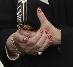 La reina Sofía se apunta a la moda del 'nail art'
