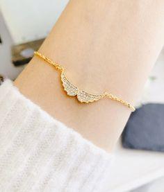Angel wing Bracelet Angel gold bracelet , Gold Cubic Bracelet, Daughter gift, Gift for Friend, Birthday gift Friend Birthday, Birthday Gifts, Angel Wing Bracelet, Engraved Jewelry, Bracelet Sizes, Angel Wings, Gifts For Friends, Daughter