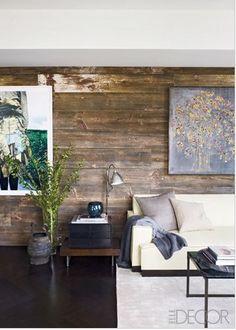 Similaire. Mur en bois complet. Les planches arrêtent toutes à des endroits différents.
