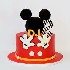 Sweet and Simple Mickey And Minnie Cake, Minnie Mouse Cake, Mickey Mouse Club, Make Your Mark, Themed Cakes, Deserts, Birthday Cake, Simple, Sweet