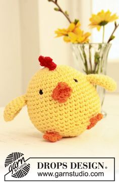 "Crochet DROPS Easter chicken in ""Paris""."