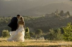 From 19954 the studio fotografico righi is the most important weddings photographers in tuscany, they have a stunning website for groom and bride...