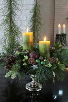 Christmas Decor DIY decor diy centerpiece Christmas Get Ready To Show Off Your Decorating Skills Centerpiece Christmas, Christmas Flower Arrangements, Winter Centerpieces, Decoration Christmas, Christmas Flowers, Centerpiece Decorations, Christmas Candles, Xmas Decorations, Christmas Home