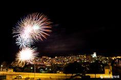 I fuochi d'artificio sono sempre uno spettacolo straordinario...con lo sfondo del proprio paese poi...