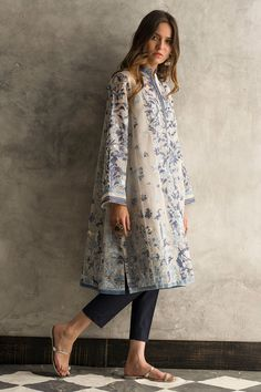 Simple Pakistani Dresses, Pakistani Fashion Casual, Pakistani Dress Design, Pakistani Outfits, Indian Outfits, Indian Fashion, Women's Fashion, Dress Indian Style, Indian Dresses
