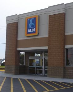 I recently made my first trip to the brand new ALDI Grocery Store in my town. I had big expectations – moms have been raving about ALDI on Mommysavers for years. My first impression didn't generate fireworks – in fact, … Continue reading → Aldi Grocery Store, Shopping Coupons, Shopping Hacks, Bargain Shopping, Ways To Save Money, Money Tips, Money Saving Tips, Saving Ideas, Aldi Meal Plan